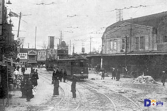 Nhà ga Shibuya những năm 1930s. Nơi xảy ra câu chuyện cảm động về chú chó Hachiko.