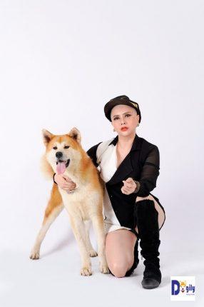 Bạn nên cẩn thận khi cắt móng cho chó Akita. Nếu có điều kiện, bạn nên cho chó qua các tiệm Spa cho chó chuyên nghiệp