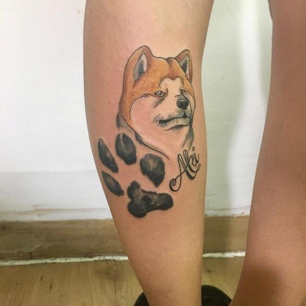 Hình xăm chó Akita Inu: Aki ... Chàng trai mùa thu với dấu chân để lại.