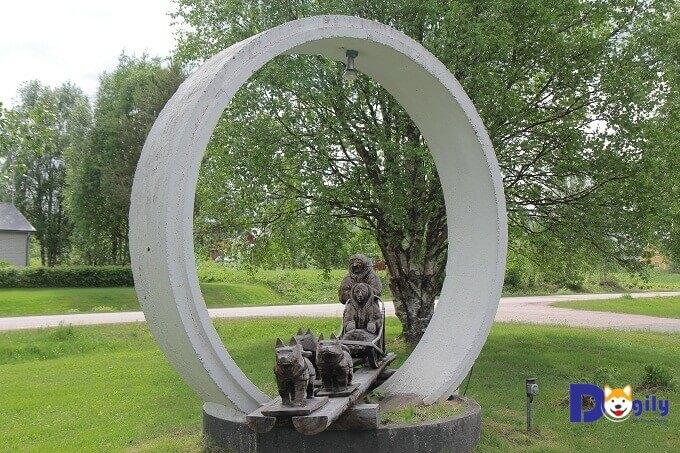 Tượng đài đàn chó husky huyền thoại của Leonhard Seppala.