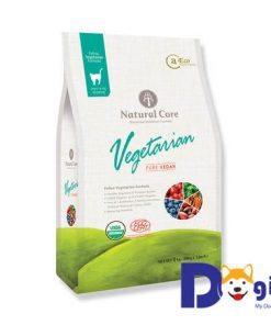 Thức ăn chay hữu cơ cho mèo Natural Core được chế biến từ các loại rau củ tươi, trái cây và ngũ cốc. Các nguyên liệu được chứng nhận hữu cơ ECOCERT: khoai lang hữu cơ, yến mạch nguyên hạt hữu cơ, gạo lứt hữu cơ, cà rốt, rau bina, việt quất, hồng sâm…