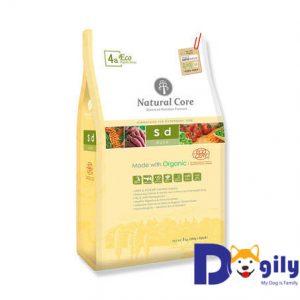 Thức ăn hữu cơ duy trì vóc dáng cho chó Natural Core thịt vịt được chế biến từ các nguyên liệu được chứng nhận hữu cơ ECOCERT: thịt vịt rút xương, khoai lang hữu cơ, quả hắc mai biển, các loại ngũ cốc hữu cơ