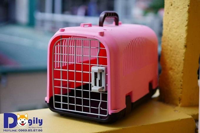 Lồng vận chuyển chó mèo, thú cưng màu hồng bán tại Dogily Pet Shop.