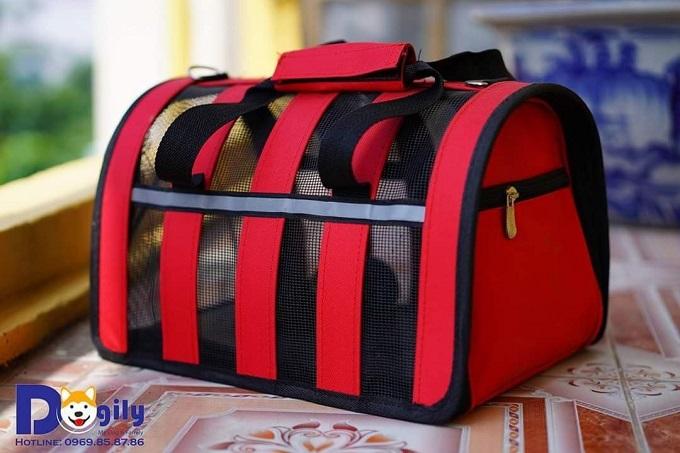 Một mẫu túi vận chuyển chó nhỏ đơn giản, giá rẻ tại cửa hàng Dogily Petshop.