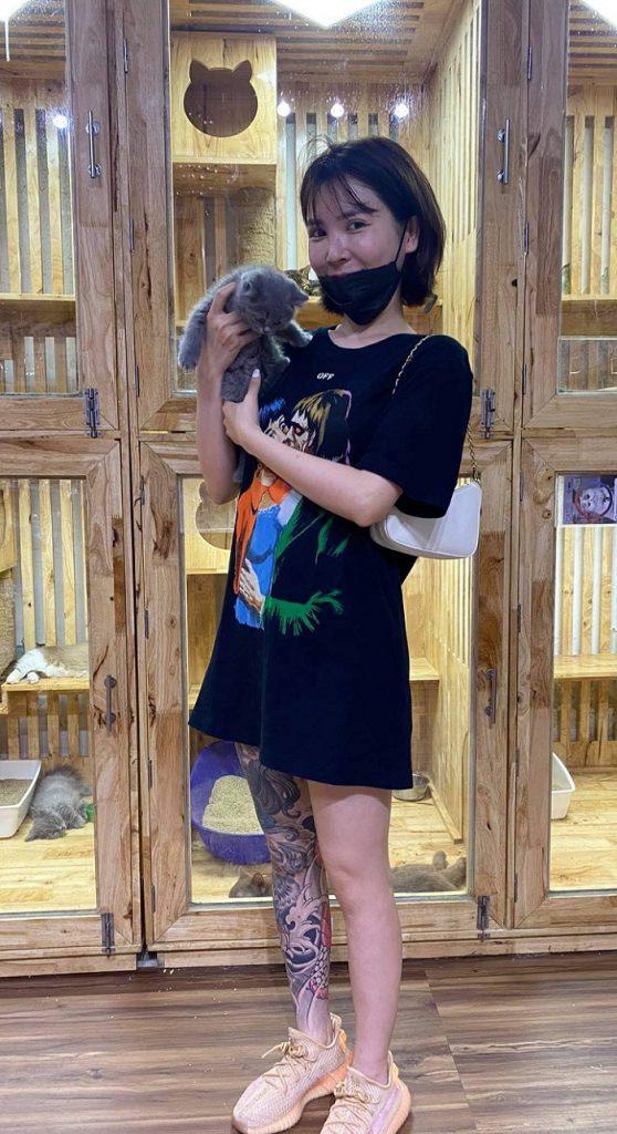 Khách hàng mua chó mèo canh tại Dogily Petshop