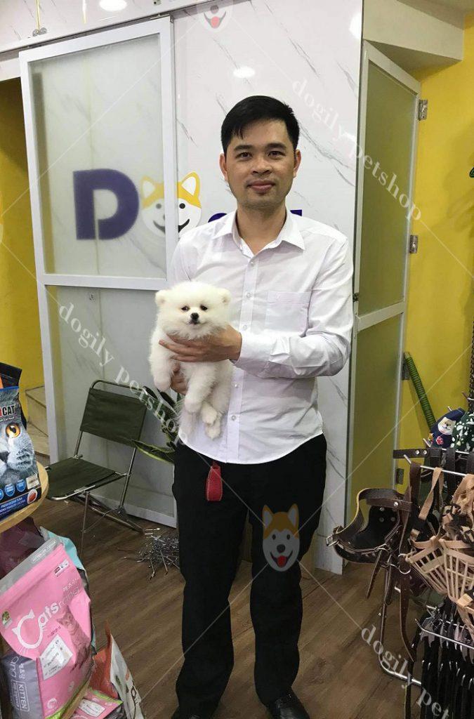 Khách hàng mua chó mèo cảnh tại Dogily Petshop Nghi Tàm (Hà Nội)