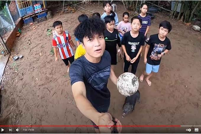 Youtuber Tony Tv: Bull đệ lực sĩchơi bóng đá cực đỉnh. Chú chó Bully từ Trang trại Dogily Kennel.